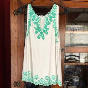 Crown and Ivy Green and White Scalloped Tank